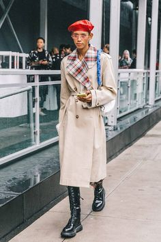 Spring Summer 2019 Street Style from New York Fashion Week by Collage Vintage Stylish Street Style, New York Fashion Week Street Style, Street Fashion, Trench Coat Outfit, Long Trench Coat, Star Fashion, Womens Fashion, Fresh Outfits