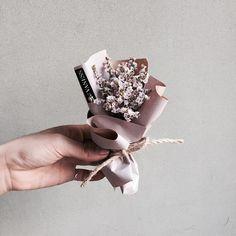 "1,365 Likes, 6 Comments - 플로리스트 이주연 florist Lee Ju Yeon (@vanessflower) on Instagram: "". Lesson,Order kakaotalk ID vaness52 . #vanessflower #vaness #flower #florist #flowershop…"""