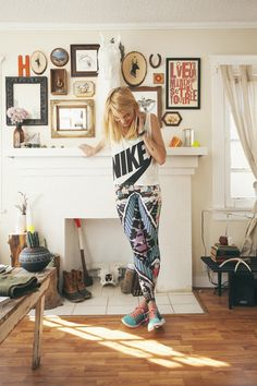 If I was a women... I'd fkn wear this new outfit from NIKE!!!! Nike Pro LOCO4EVA Tights 1