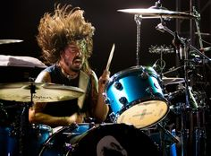 Front man with Foo Fighters, former drummer with Nirvana. Has also played drums with Queens of the Stone Age, Them Crooked Vultures, Juliet Lewis, Tenacious D and Probot.how can you not be obsessed? Drums Wallpaper, The Sky Tonight, Tenacious D, Foo Fighters Dave Grohl, Drum Lessons, Music Lessons, How To Play Drums, No One Loves Me, My Favorite Music