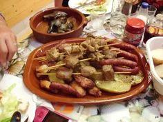 Fotó: Pinchos, chorizos, patatas fritas - rablóhús, kolbászkák, sült krumpli