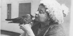Sybil Leek with her pet jackdaw Hotfoot Jackson
