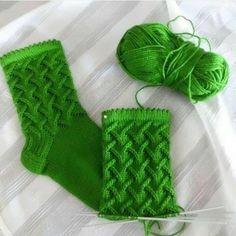 Knitting Pattern: How to knit socks patterns free. Knitting Socks, Knitting Stitches, Knitting Needles, Baby Knitting, Knitting Patterns, Crochet Patterns, Knit Socks, Free Knitting, Crochet Slippers