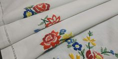"""42"""" Hand Embroidered Square Floral Tablecloth, Vintage 70s, White Floral Tablecloth Large Tablecloths, Floral Tablecloth, Table Toppers, Vintage 70s, Doilies, Cross Stitch, Crochet, Unique Jewelry, Handmade Gifts"""