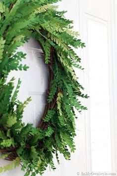 Tutorial on how to make a paper boxwood wreath using a silhouette cameo. Free pdf. PINNED it, TRIED it, LOVED it.
