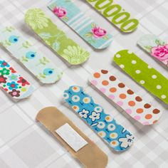 Band-Aid fun (DIY) You will need: Fabric Band-Aids, double sided adhesive tape, pieces of cloth and a pair of scissors Scrap Fabric Projects, Fabric Scraps, Sewing Projects, Craft Projects, Craft Ideas, Kids Crafts, Diy And Crafts, Arts And Crafts, Blog Deco