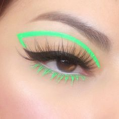 This graphic liner by is a major vibe ✨ She uses our + in 'Milk' to compliment the look 💚 Makeup Eye Looks, Crazy Makeup, Cute Makeup, Glam Makeup, Pretty Makeup, Skin Makeup, Eyeshadow Makeup, Face Makeup Art, White Eyeliner Makeup