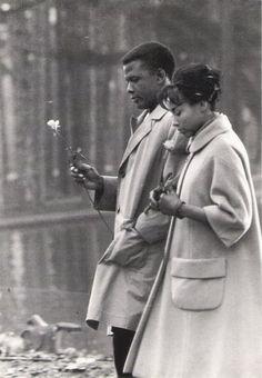 Sidney Poitier & Diahann Carroll. Bois de Boulogne. Paris. 1961.
