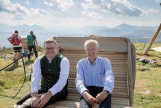 LR Ludwig Schleritzko und NÖVOG-Geschäftsführer Gerhard Stindl genießen den Ausblick auf die umliegende Bergwelt. (©NÖVOG/Lindmoser) Gerhard, Ludwig, Blog, War, Communities Unit, Blogging