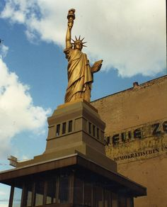 A temporary Statue of Liberty at former Checkpoint Charlie in Berlin, 1996 - Bizarre Replicas of the Statue of Liberty and the Eiffel Tower