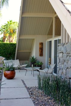 Modern outdoor decor, 17 best ideas about mid century landscaping on pinter Modern Landscape Design, Landscape Plans, Modern Exterior, Exterior Design, Palm Springs, Colorado Springs, Mid Century Modern Landscaping, Gazebos, Casa Patio