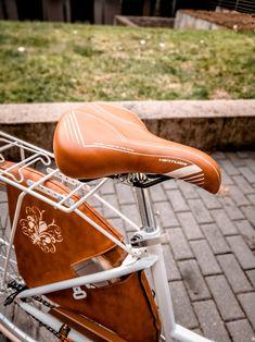 Monte Grappa Méz Barna nyereg.Színében teljesen passzol a Monte Grappa Markolathoz.Nagyon kényelmes női kerékpár nyereg.Nézd meg választékunkat a weboldalunkon. Classic, Vintage, Derby, Classic Books, Vintage Comics