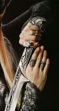 thranduil detail sword/jewlery Hobbit Art, The Hobbit, Lee Pace Thranduil, Mirkwood Elves, Elf King, Forest Elf, Wood Elf, King Of My Heart, Fire Dragon