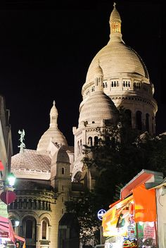 Paris by night The Places Youll Go, Places To See, Christian World, Picture Places, Les Religions, Belle Villa, I Love Paris, Photos Voyages, Place Of Worship