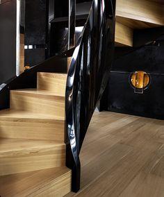 wwww.trabczynski.com Trąbczyński Nowoczesne schody gięte ST780 / Trabczynski Modern Curved Stairs ST780 #stairs #modernstairs #curvedstairs #contemporarystaircases #spiralstairs