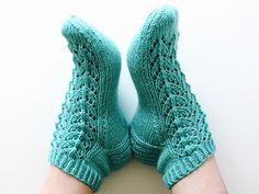 Ravelry: Midsummer socks pattern by Niina Laitinen Knitted Socks Free Pattern, Knitting Socks, Knitting Patterns, Knitting Ideas, Brother Sewing Machines, Knitted Slippers, Patterned Socks, Types Of Yarn, Baby Wearing