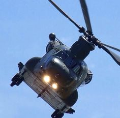 Chinook Chinook Helicopters, Royal Air Force, Chopper, Vietnam, Aircraft, Universe, Aviation, Choppers, Cosmos