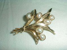 vintage trifari gold tone pearl buds brooch - Quality Vintage Jewelry