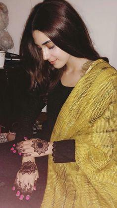 Beautiful Pakistani Dresses, Pakistani Dress Design, Stylish Girl Images, Stylish Girl Pic, Bridal Mehndi Dresses, Stylish Dpz, Zara, Bridal Photoshoot, Cute Girl Photo