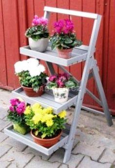 kvetinovy nabytek na terasu - Hledat Googlem Ladder Decor, Yard, Projects, Home Decor, Log Projects, Patio, Blue Prints, Decoration Home, Room Decor