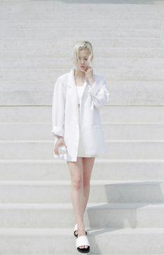 "crystallinis: "" demisoupir: "" i-love-aesthetics: "" Love Aesthetics / exposure vs. concealment "" [D/S] "" ❁ models and fashion ❁ "" Minimal Fashion, White Fashion, Asian Fashion, Paris Fashion, Fashion Photo, Eat Sleep Wear, Simple Style, My Style, Minimal Style"