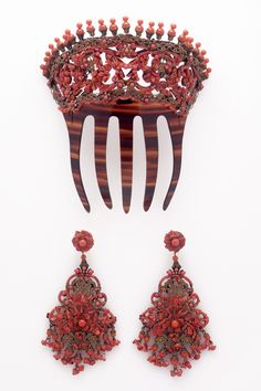 #peina #vintage para vestir de #flamenca o #fiesta . Tambien sirve para #novia. Es de #coral auténtico, #pendientes a juego también en coral #auténticos