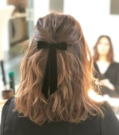 Amazing Winter Hairstyle Ideas For Beauty Women To Try Asap - If you want to look hot and sexy during the winter season, you need to be familiar with the best winter hairstyles for women. Expect hairstyles to cha. Winter Hairstyles, Trending Hairstyles, Pretty Hairstyles, Easy Hairstyles, Hairstyle Ideas, Hairstyle With Bow, Hair With Bow, Hair Bow, Popular Hairstyles