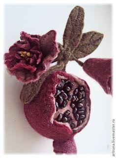 Felted Brooch Pomegranate Броши ручной работы. Ярмарка Мастеров - ручная работа Гранат. Брошь войлочная. Handmade.