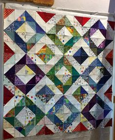 Art Projects, Projects To Try, Scrap Busters, Sewing Machine Embroidery, String Quilts, Half Square Triangles, Quilting Designs, Quilting Ideas, English Paper Piecing
