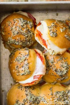 These Pepperoni Pizza Sliders are filled with ooey gooey cheese, pasta sauce and of course pepperoni! Perfect for entertaining! These Pepperoni Pizza Sliders are filled with ooey gooey cheese, pasta sauce and of course pepperoni! Perfect for entertaining! Super Bowl Party, Pizza Recipes, Appetizer Recipes, Sandwich Recipes, Dinner Recipes, Easy Recipes, Delicious Recipes, Yummy Food, Skillet Recipes