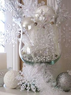 DIY: How to Make Your Own Silver Christmas Table Wreath - The Trending House Noel Christmas, All Things Christmas, Vintage Christmas, Elegant Christmas, Cheap Christmas, Beautiful Christmas, Christmas Lyrics, Woodland Christmas, Winter Centerpieces