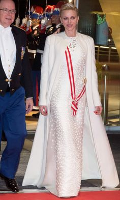 Princess Charlene looked regal arriving to the Monaco National Day Gala wearing a white embellished gown by one of her favorite designers, Akris. The mom-of-two paired the stunning dress with a matching floor-length coat. Albert Von Monaco, Prince Albert Of Monaco, Grace Kelly, Patricia Kelly, Fürstin Charlene, Princesa Charlene, Kelly Monaco, Carolina Herrera, Royals