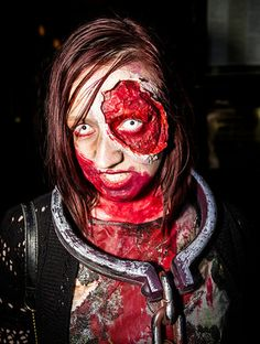 Create realistic gore effects with these zombie makeup tricks from makeup expert, Rain Blanken. Maquillage Halloween Zombie, Zombie Halloween Costumes, Halloween Stuff, Spooky Halloween, Zombie Makeup Tutorials, Makeup Geek, Makeup Tricks, Makeup Ideas, Dead Makeup