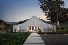 Hupomone Ranch, minimalist house designed by Turnbull Griffin Haesloop Architects