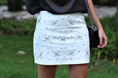 Marina Casemiro » Look da noite: saia branca bordada pedrarias + blusa preta de seda!