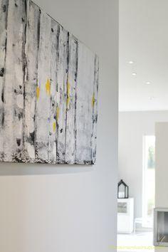 Keltainen keinutuoli |(kuva @luovisio Marika Ritala-Mäkinen   Virpi Mäkinen Birch, Tapestry, Artwork, Villa, House, Home Decor, Hanging Tapestry, Tapestries, Work Of Art