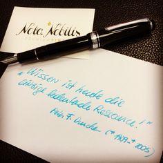Schon Peter Drucker wusste es!  Bring deine Einzigartigkeit zu Papier!  www.nota-nobilis.at  #deatramentis #diamine #sailorpen #noodlers #füller #Füllfeder #füllfederhalter #fountainpen #ink #tinte #premiumtinte #success #business #quote Success, Dyes, Paper, Printers, Hang In There, Knowledge