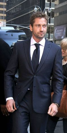 Gerard Butler i still have a weak spot for this guy ! sorry mon bel amour lol Actor Gerard Butler, Sharp Dressed Man, Hugh Jackman, Good Looking Men, Gorgeous Men, Windsor, My Idol, Actors & Actresses, Dame