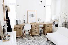 今回は、団地のDIY実例と団地でも出来る賃貸向けのDIYアイデアをまとめてみました。本当に我が家と同じ間取り!?と疑ってしまうような、おしゃれな実例の数々をご覧ください。 Desk Space, Shag Rug, Office Desk, House Design, Interior Design, Furniture, Home Decor, Yahoo Beauty, Workspaces
