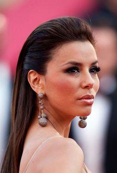 Eva Longoria - Eva Jacqueline Longoria (n. Corpus Christi, Texas, Estados Unidos; 15 de marzo de 1975) es una actriz de cine y televisión, modelo y empresaria estadounidense, de ascendencia mexicana. Se hizo especialmente conocida por interpretar el papel de Gabrielle Solís en la serie de televisión Desperate Housewives (2004-2012).