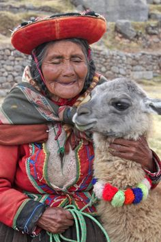 An Inca woman who lives in the Andes Mountains with her alpaca. Alpacas carry the loads for Inca people; horses are rarely seen. Alpacas, We Are The World, People Around The World, Around The Worlds, Cultures Du Monde, World Cultures, Costume Ethnique, Andes Mountains, Peru Travel
