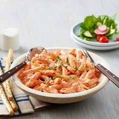 This roasted red pepper alfredo recipe by RAGÚ® combines three simple ingredients in a dish that packs a punch. Add more or less red peppers to control the heat! Penne Recipes, Yummy Pasta Recipes, Sauce Recipes, Casserole Recipes, Meat Recipes, Penne Alfredo, Alfredo Sauce Recipe Easy, Pasta Dinners, Recipes