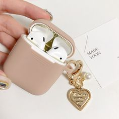 Fone Apple, Iphone 11 Pro Case, Iphone Cases, Anthropologie Gifts, Louis Vuitton Designer, Earphone Case, Marble Case, Air Pods, Airpod Case