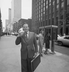 Chlloe.com - Images That Show The Way The World Used To Be Texaco, First Tv, The Old Days, New York Street, Second World, Back In The Day, Going To Work, World War Two, First Photo