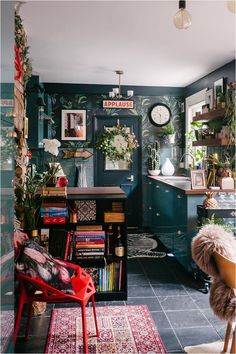 Just 2 weeks till Christmas 🌲 Oh I just love this layered kitchen! One might think it's a little bit messy and wild but I… Maximalist Interior, Deco Studio, Bohemian Interior Design, Boho Kitchen, Kitchen Decor, Kitchen Jars, Messy Kitchen, Eclectic Kitchen, Wooden Kitchen
