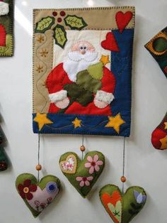 For the front door but with snowmen instead of hearts? Christmas Quilt Patterns, Christmas Sewing, Christmas Art, Christmas Projects, All Things Christmas, Christmas Wall Hangings, Felt Christmas Decorations, Felt Crafts, Holiday Crafts