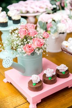 Chá de bebê com tema jardim - Constance Zahn | Babies & Kids Baptism Party, Baby Party, Baby Shower Parties, Baby Shower Themes, Christening Table Decorations, Shabby Chic Theme, Garden Baby Showers, Garden Birthday, Party Decoration