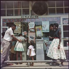 Gordon Parks - Rare images by Gordon Parks of the Jim Crow South in the 1950s - Pictures - CBS News