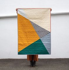 The Kensey Quilt - - The Kensey Quilt Modern Quilts Der Kensey Quilt – Smiths General Modern Quilting Designs, Modern Quilt Patterns, Geometric Patterns, Loom Patterns, Quilt Baby, Boy Quilts, Drunkards Path Quilt, Quilting For Beginners, Sewing Projects For Beginners