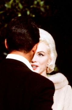 Marilyn Monroe and Dean Martin filming a scene for Something's...
